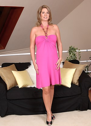 Sexy and elegant Laura G slips off her pink gown and spreads her box
