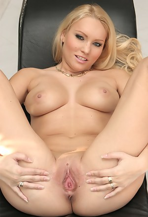 Free Spreading Porn Pictures